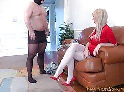 او سرگرم کننده سکس با کارگر خانه با پری جوان